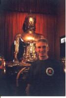 На заднем плане- статуя Сидящего Будды