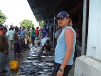 Костя на рыбном базаре...