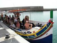 На этой лодке мы и ходили нырять...