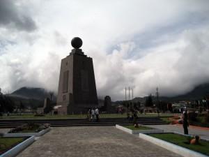 Монумент экватора